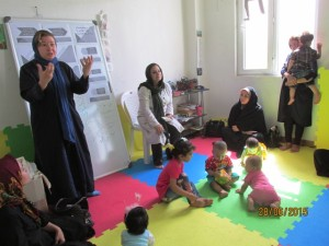 A RWM trainer talks about reading aloud with babies and toddlers to mothers - Read with Me in Mahmood Abad - July 2015