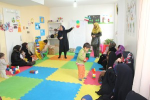 A trainer talks about reading aloud with babies and toddlers to mothers - Read with Me in MahmoudAbad - Jan 2015