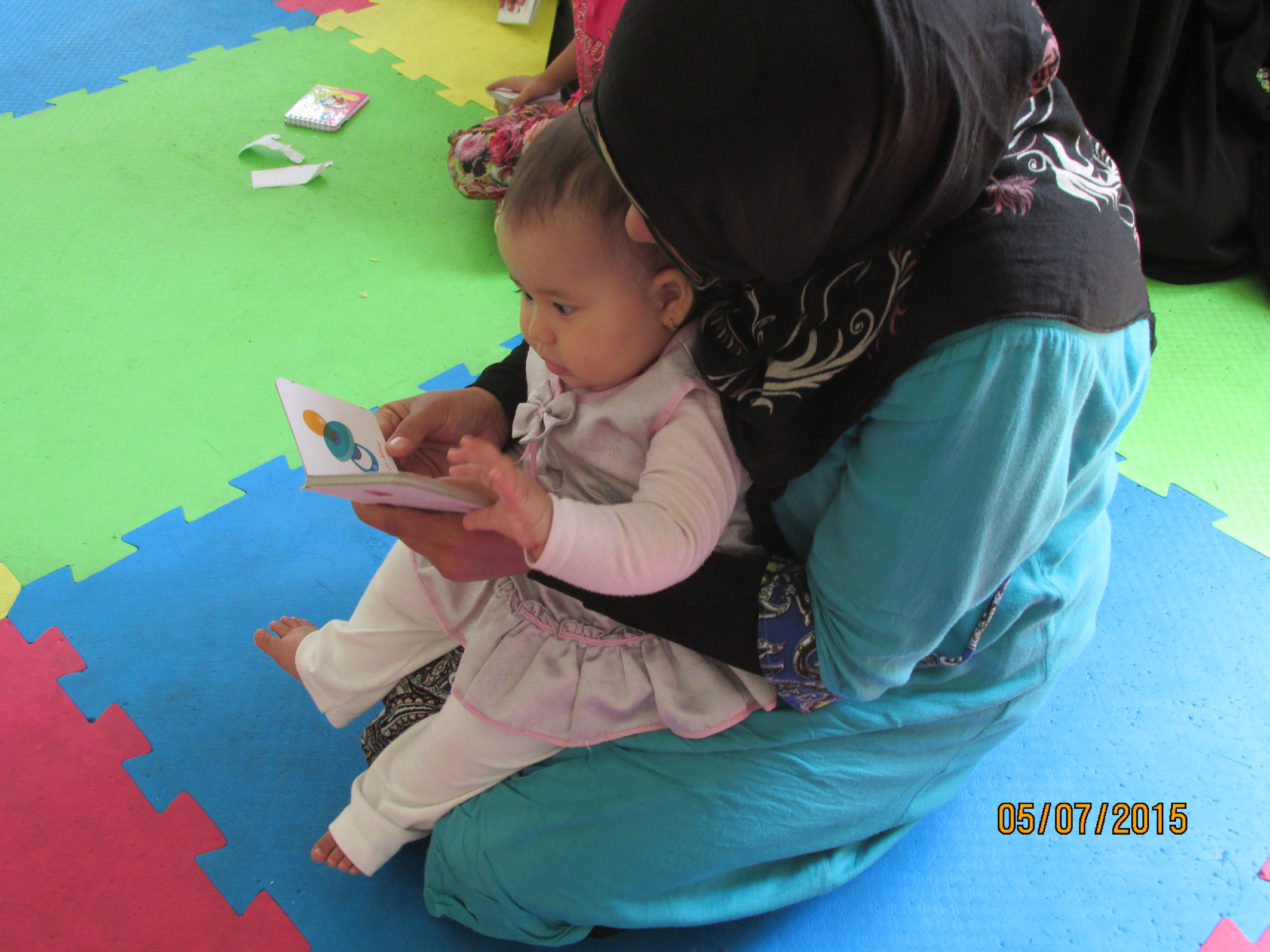 A Mother reading with her baby in babies and toddlers workshop - Read with Me in MahmoodAbad