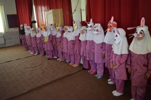 Children playing with masks made by themselves from book characters - Read with Me in Boshrouyeh - April 2016