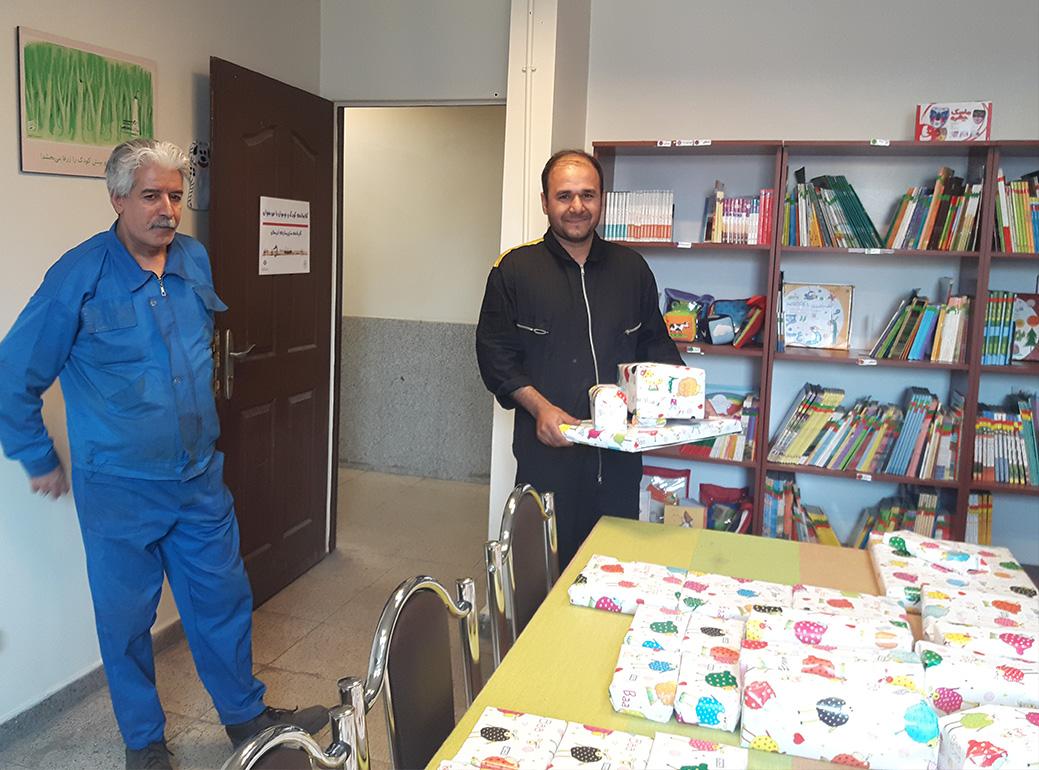 با من بخوان- اهدای جوایز مسابقه کتابخوانی- شرکت سازورسازه آذرستان