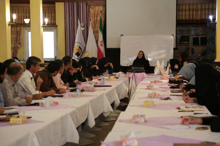 Nehzat GhoreyshiNejad in Reading Summer School in Mashhad - Sep 2016