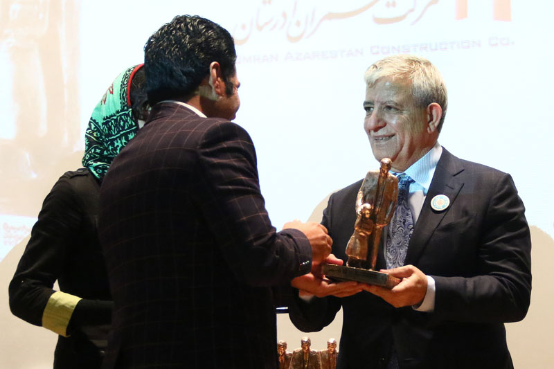 Tohid Zurchang giving Jabbar Baghcheban award to the winners in Read with Me Conference
