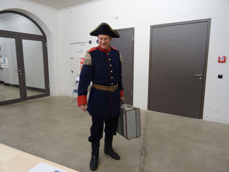 Hanno Friedrich, the German actor who was wearing Käpt'n Book's uniform