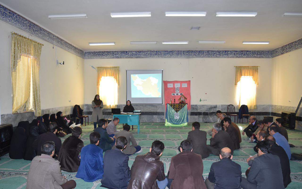 Teachers in Read with Me introduction meeting - Read with Me in Kouhdasht, Lorestan - Dec 2016