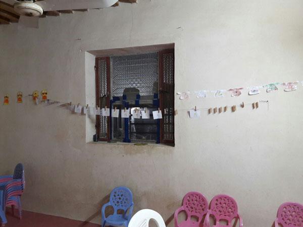 فضاسازی اتاق بلندخوانی کودکان دبستانی با تصویرهایی از کتاب «درخت خرما و بزی»