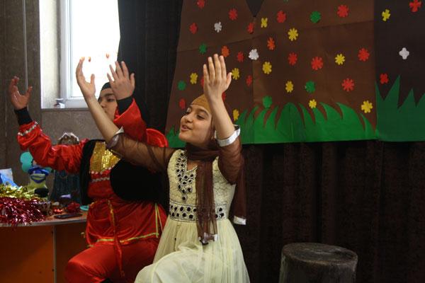 اجرای گروه نمایش دختران نوجوان