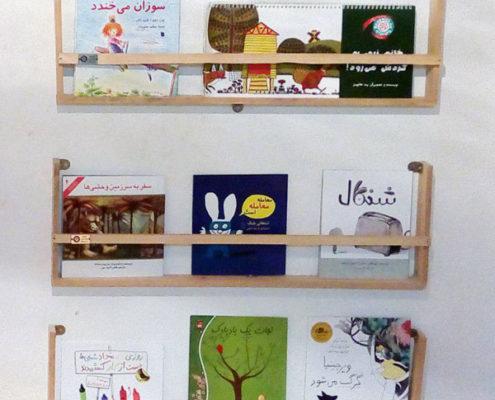 کتابخانه چوبی با من بخوان