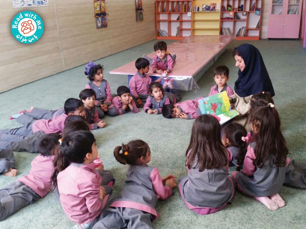 بچههای پیشدبستانی و کلاس اول بلندخوانی کتاب مرغ سرخ پاکوتاه برای بچههای پیشدبستانی و کلاس اول