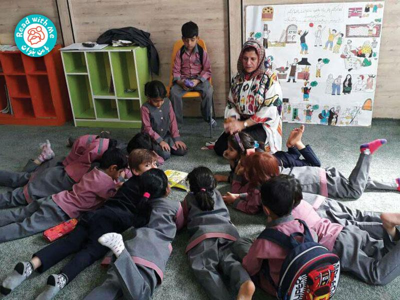 پس از بلندخوانی بچهها باهم درباره المر و تفاوتش با بقیه فیلها گفتوگو کردند.