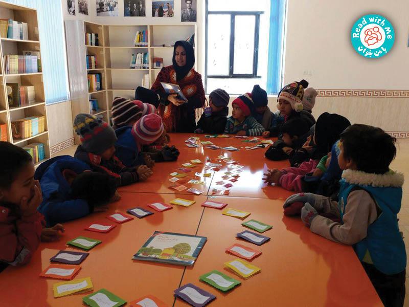 بچهها کتابهای کوچکی از این دو کتاب ساختند و برای بقیه در کتابخانه به نمایش گذاشتند.
