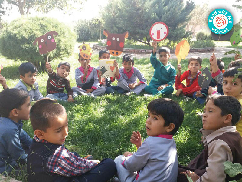 در پارک با بچهها آواورزی کارکردم.