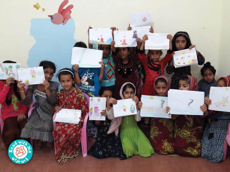 س از بلندخوانی بچهها نقاشی کشیدند.