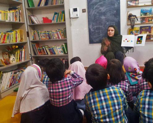بلندخوانی کتاب «آبی کوچولو، زرد کوچولو»، محمودآباد، اردیبهشت 97