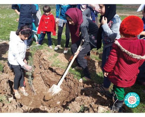 اعضای کتابخانه «با من بخوان» در #ثلاث_باباجانی به مناسبت #روز_درختکاری با طبیعت همراه شدند