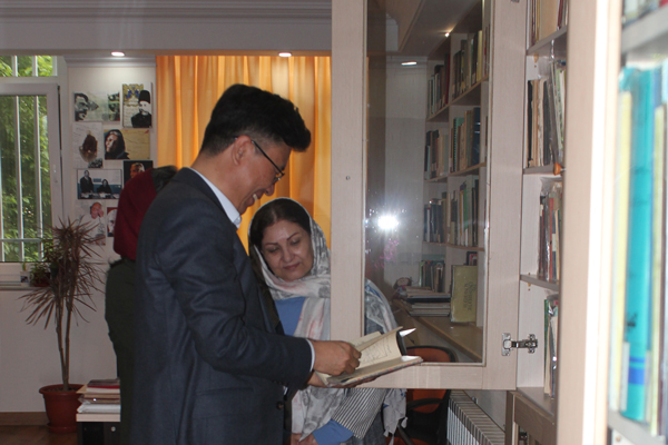 IBBY president visiting the Institute for Research on the History of Children's Literature
